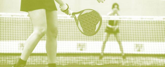 Padel er en kombinasjon av squash og tennis